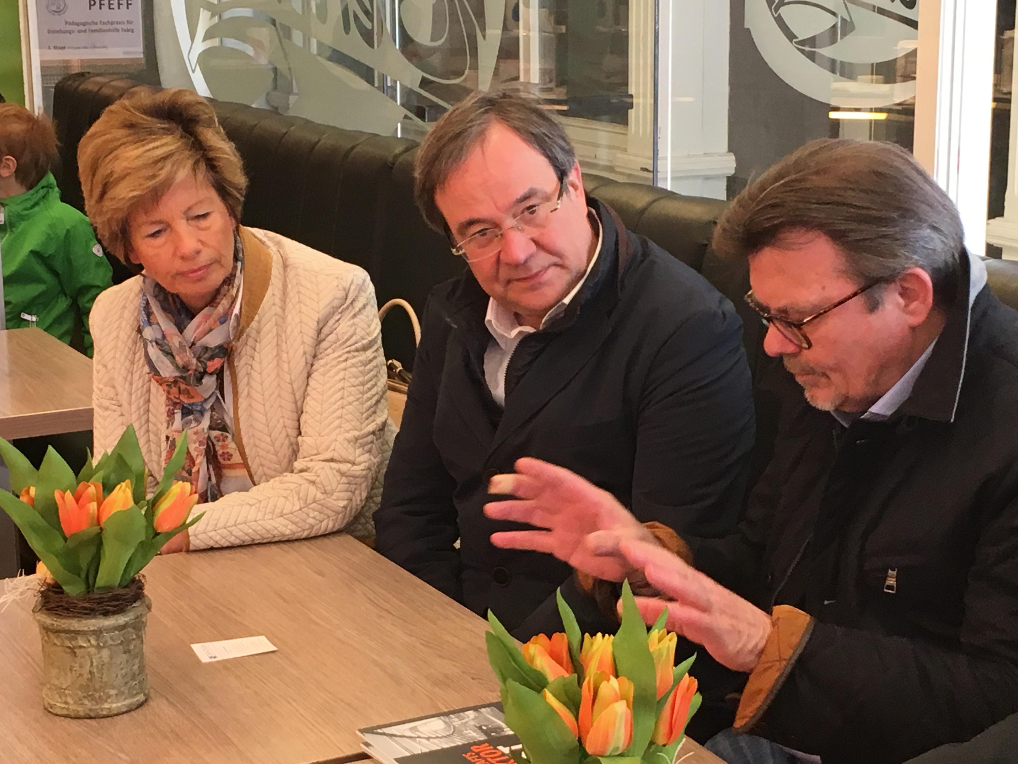 Kirstin Korte im Gespräch mit Armin Laschet und Bernd Niemeier
